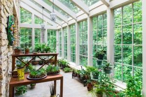 Зимний сад в современном загородном доме